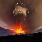 Фантастически красивое извержение Этны. 4 декабря 2015 года