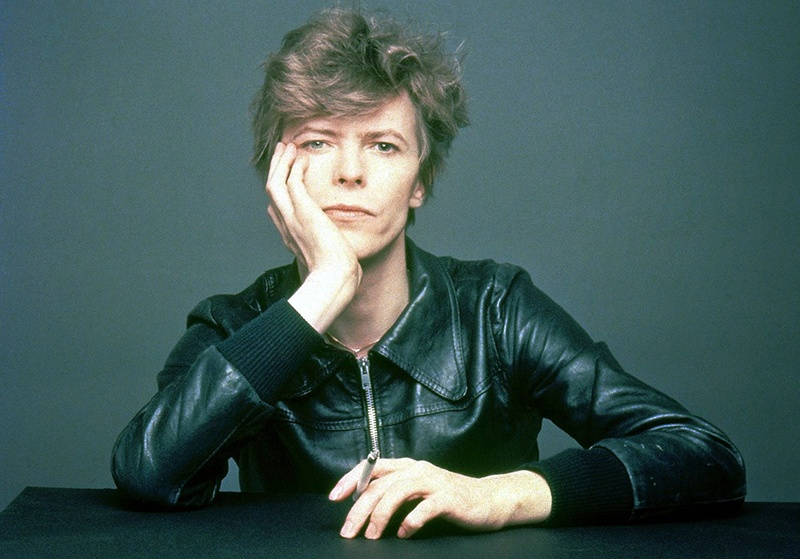 The Outtakes of David Bowie's Iconic _Heroes_ Album Cover Shoot (2)