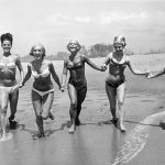 70 лет мощнейшему секс-оружию и 7 знаменитых женщин в бикини