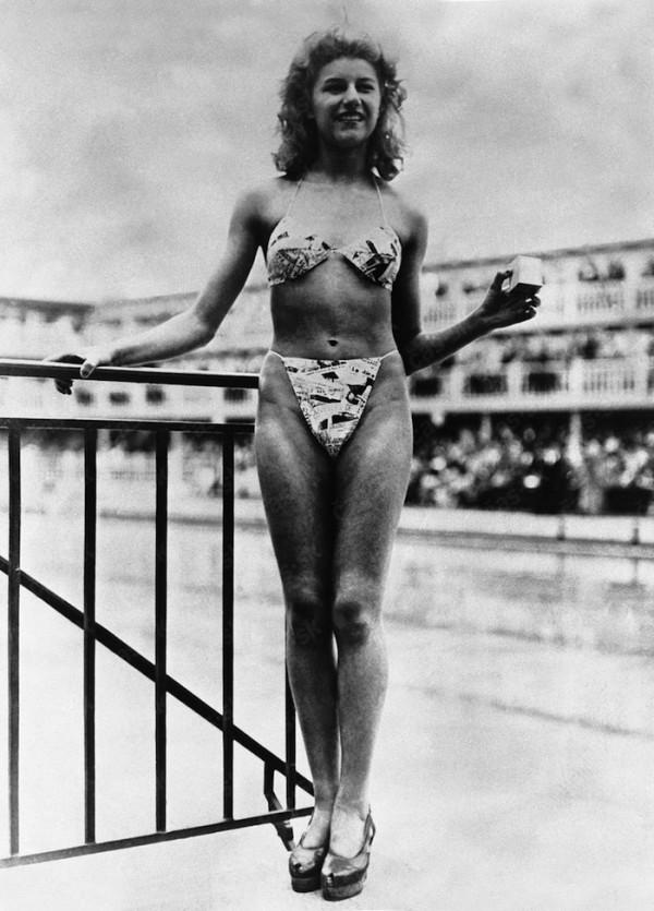 Micheline Bernardini wearing the first bikini, 1946 (1)