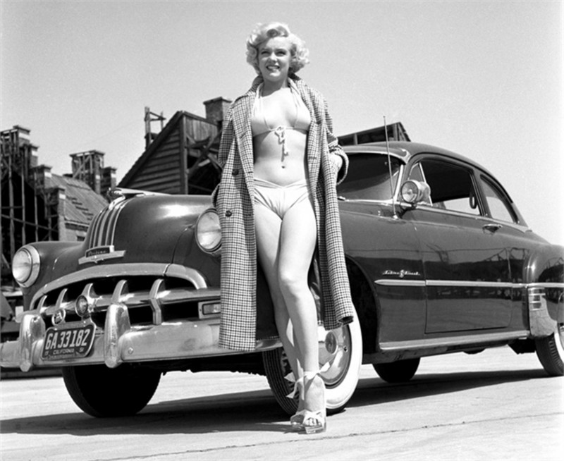 LOS ANGELES - 1951: Rising star Marilyn Monroe poses for a portrait next to a 1950 Pontiac Chieftain on the backlot of 20th Century-Fox in 1951 in Los Angeles, California. (Photo by Earl Theisen/Getty Images) *** Local Caption *** Marilyn Monroe