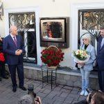 Памятная доска открыта на доме, в котором родился Эльдар Рязанов