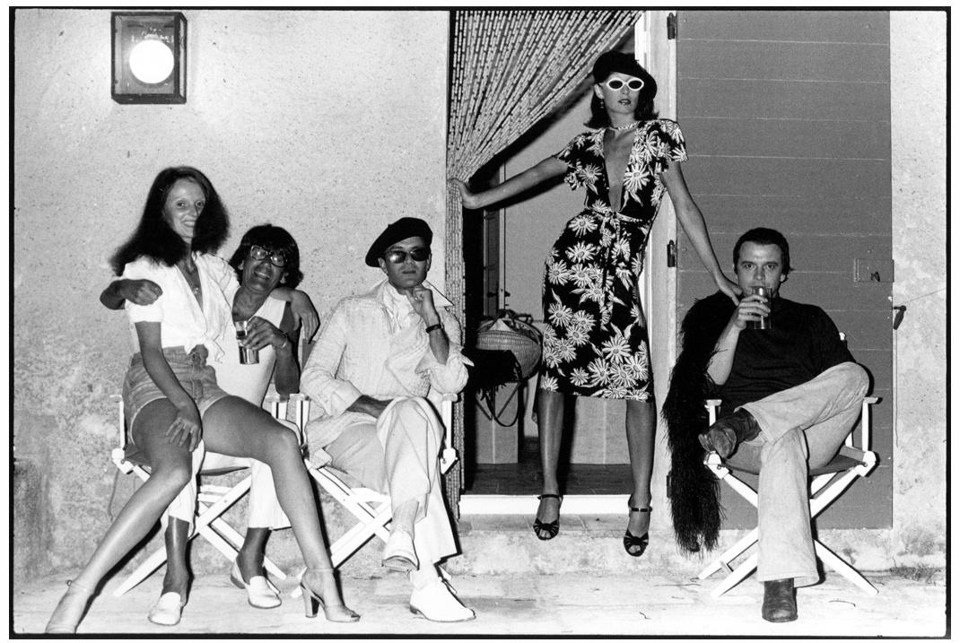 grace-coddington-helmut-newton-manolo-blahnik-anjelica-huston-and-david-bailey-corsica-1973