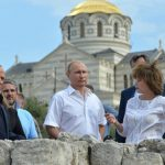 Венценосный Путин. Писатель Проханов призывает Президента стать Монархом