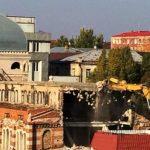 В Самаре экскаватором разрушают историческую синагогу. Сейчас!